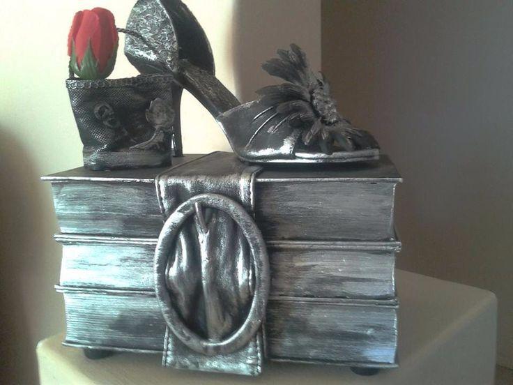 Tokreen idee  Boeke met skoen Deur Debbie Griesel