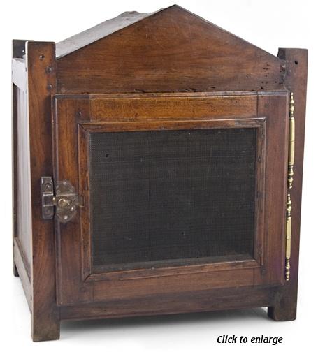 18th century food storage chest ... (coffre de stockage alimentaire.) Circa, 1790. Vliegenkastje.