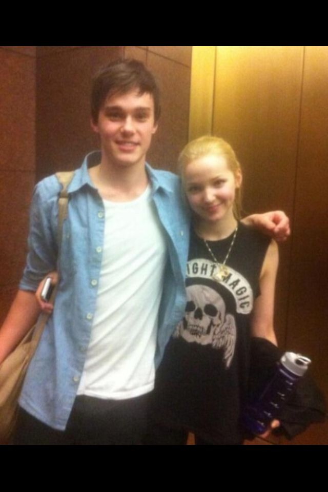 is dove cameron and mitchell hope are dating