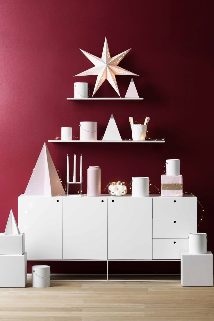 Get creative with your interpretation of the Christmas tree this year by incorporating it into the décor of your home. See how Wendy Rennie from the Haymes Colour Team brings the idea to life