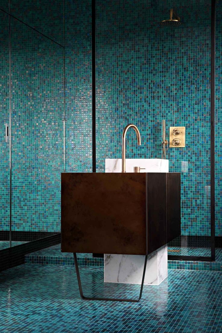 70 Идей мозайки в ванную комнату: когда дизайн интерьера становится произведением искусства (фото) http://happymodern.ru/mozaika-v-vannoj-70-foto/ Благодаря своим качествам мозаика отлично подходит для отделки ванной комнаты
