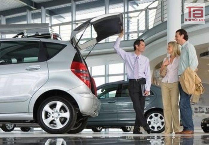 Nên mua ô tô cũ có tuổi đời bao lâu - Theo các chuyên gia, mua bán xe ô tô cũ có tuổi đời khoảng 4 năm là hợp lý nhất. Mua xe hơi đời mới thì giá thành luôn cao