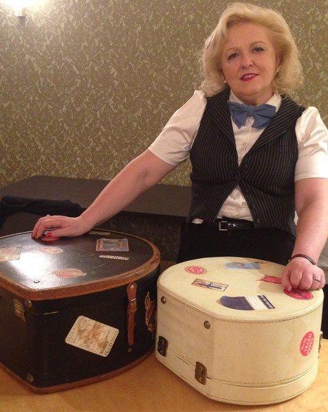 Antonella Valerio di Une Nouvelle Vie Atelier presenta la nuova collezione di abiti anni '50 con una sfilata all'Hotel Papadopoli di Venzia. Guarda il video! www.unenouvellevie.it