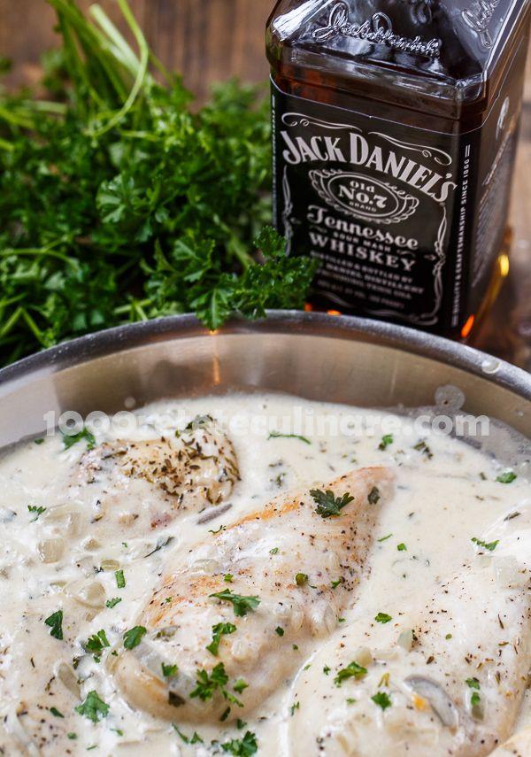 Pui in sos cremos Jack Daniel's - http://1000reteteculinare.com/recipe/pui-in-sos-cremos-jack-daniels/