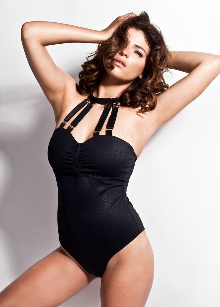 Jasmine - sexy body is made entirely of a leatherette material of Italian origin. Subtle draping around the bust and buttocks give it an additional boost. The whole body is fastened at the neck with an adjust - able strap and in the crotch area with discreet hooks.