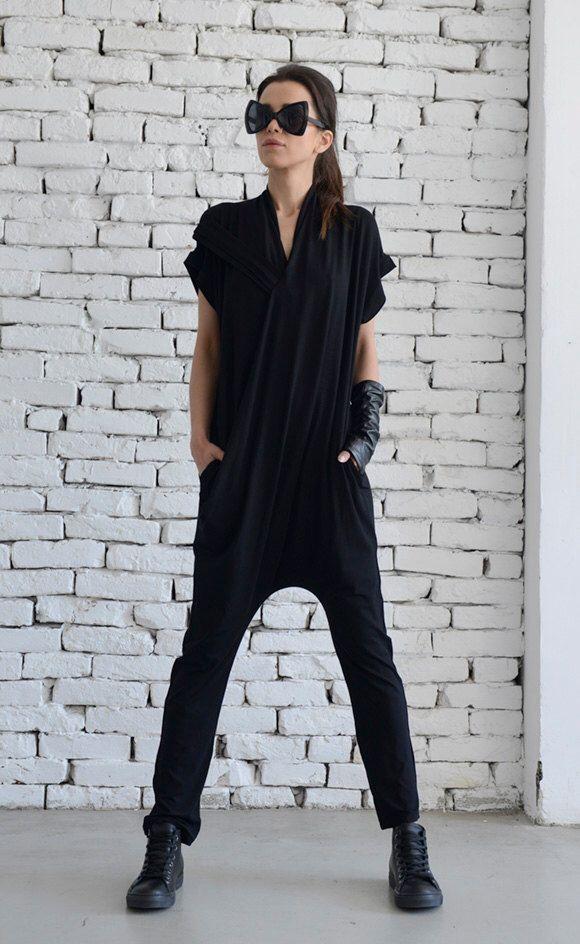 Zwarte Casual Jumpsuit/losse Maxi Jumpsuit/strakke been Jumpsuit/mouwloos zwarte Jumpsuit/extravagante zomer campiagn/Harem broek pak door Metamorphoza op Etsy https://www.etsy.com/nl/listing/294470991/zwarte-casual-jumpsuitlosse-maxi