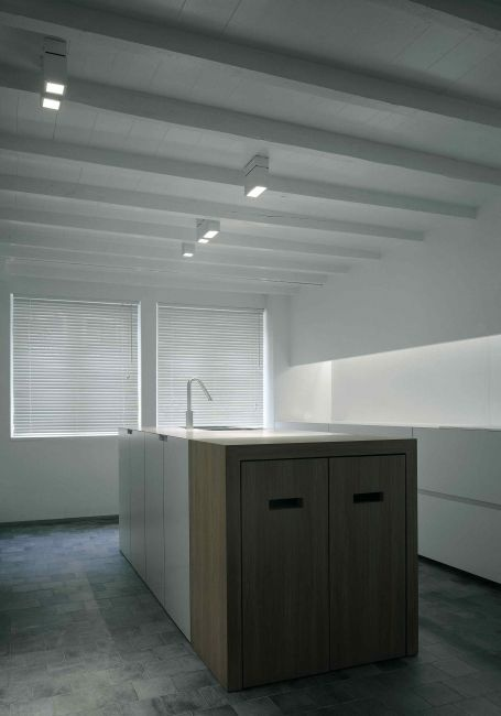 White and wood kitchen by Peter Ivens