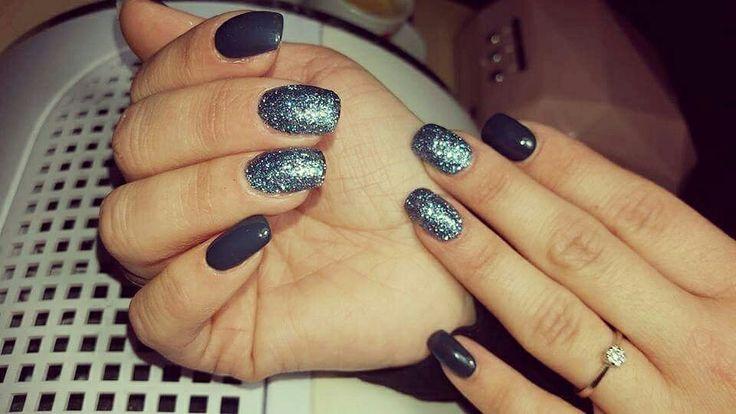Unghie nuove  #nailart #nails #unghiemania #gel #verdepetrolio #glitter #blu