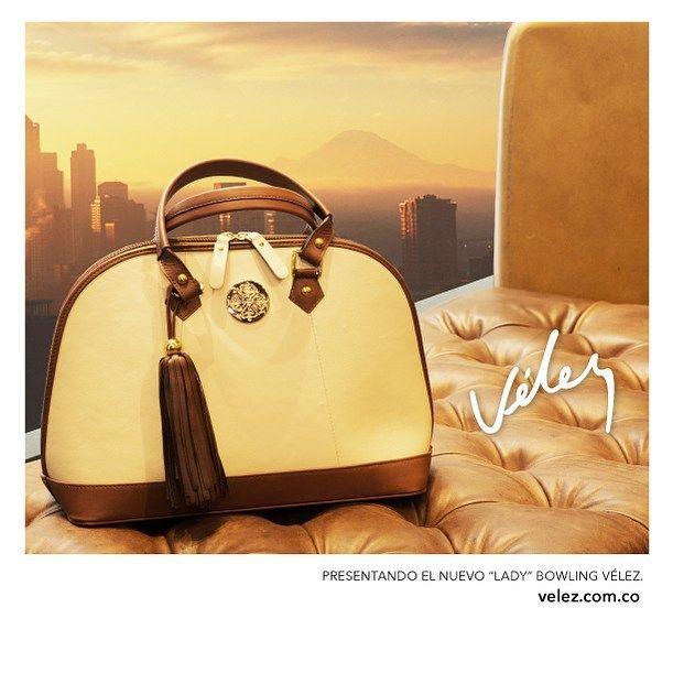 """#VÉLEZ """"LADY"""" BOWLING BAG, una declaración de lujo del ajuar de nuestras leather lovers. Diseño compacto y ultrafemenio, hecho en 100% cuero. Disponible en tu tienda Vélez favorita."""