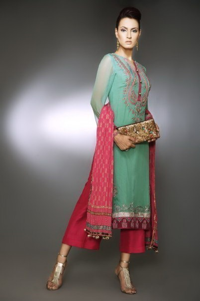 Latest Pakistani Shalwar Qameez For Women
