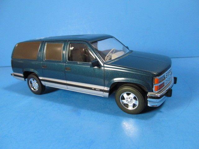 1994 Chevy Suburban 1500 Brookfield Collectors Guild Inc Collector