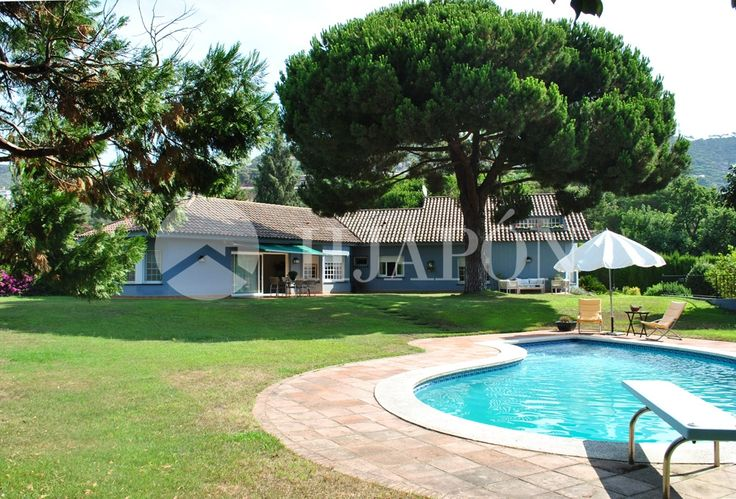 Spectacular house of 620m² with a plot area of 2200m² for sale in Cabrils.