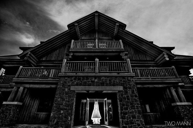 http://twomann.com/blog/2013/10/16/sarah-chris-wedding-photos-from-island-lake-lodge/