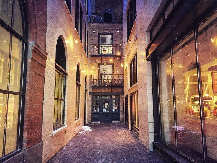 """""""Chicago is full of hidden gems. Like Pickwick Lane, home of Asado Coffee. This old alley dates way back into Chicago history! ~ @chicagomatt…"""""""