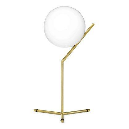 Flos IC T1 high bordlampe. Rigtig smuk og klassisk lampe i moderne messing til dekoration på kommoden i stuen. Se flere Flos lamper lige her.