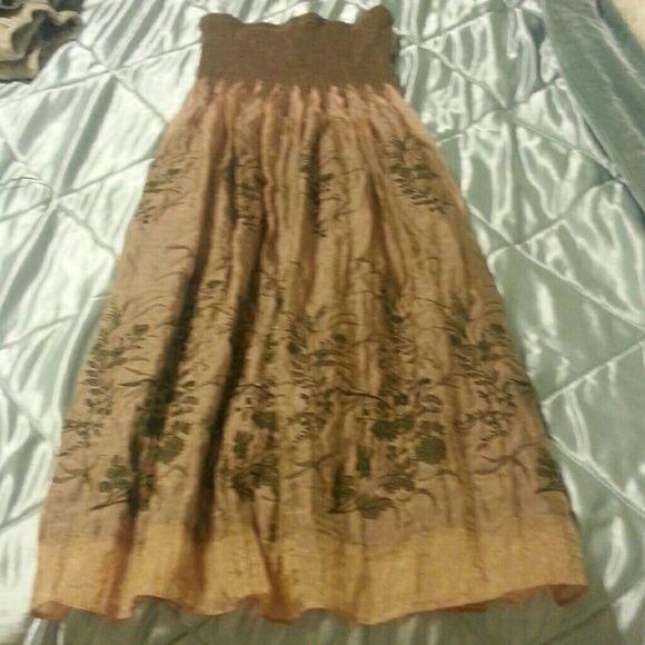 Tan /bronze  strapless  dress sz m Strapless  dress...SHINY  bronze  tan in color w/dark  green  floral design.  Sz m Lapis Dresses Strapless
