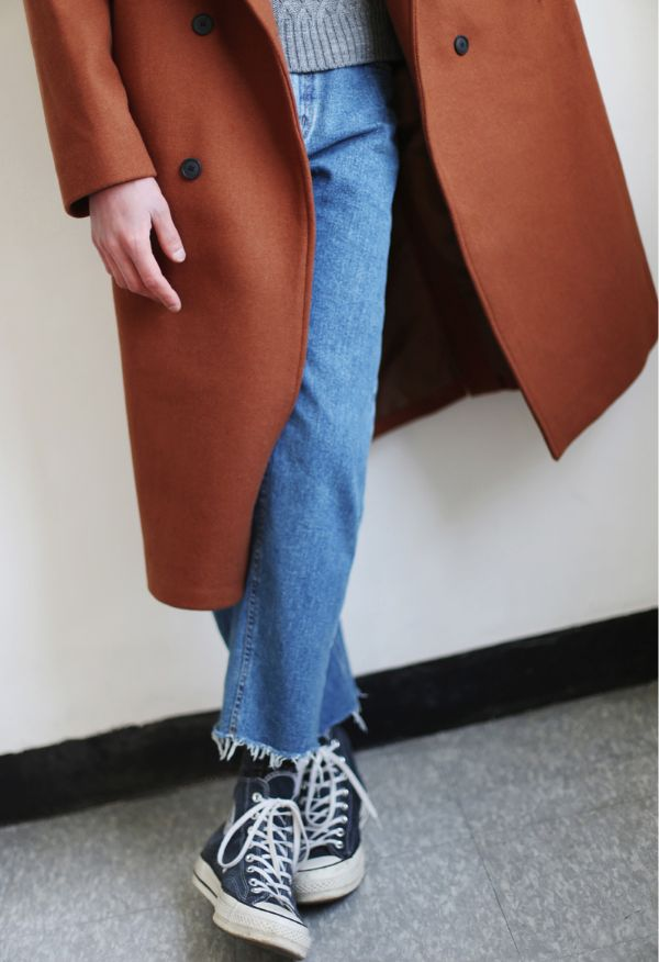 Rost coloured coat & cropped blue jeans