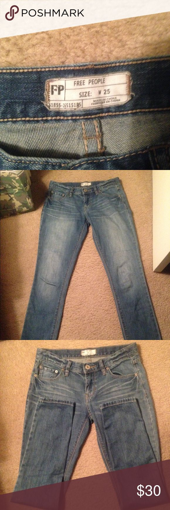 💕💕Free People Jeans💕💕 Gently used Free People jeans. No distress with a medium light wash. Great everyday jeans. Size 25 inch waist and inseam is around 29-30 inches. Free People Jeans Skinny
