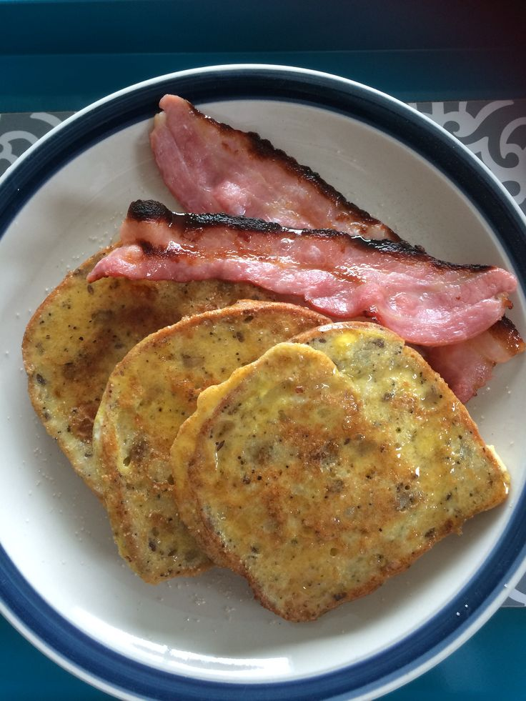 Gluten free Vogel's 6 seed free range eggy French toast with Hellers NZ farmed streaky bacon, cinnamon sugar & maple syrup..,yum!