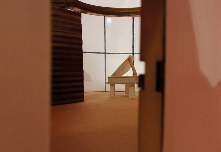 Het inrichten van een bestaand paviljoen in Museum Insel Hombroich.   Het paviljoen is ontworpen voor een mariene bioloog en pianist. Het gebouw staat aan de kant van het raam in het water. Daardoor krijg je aan het gebouw een aquarium. Het gehele gebouw vanbinnen heeft opbergplaatsen. Het binnenste meubel kan je ronddraaien naargelang je keuze.