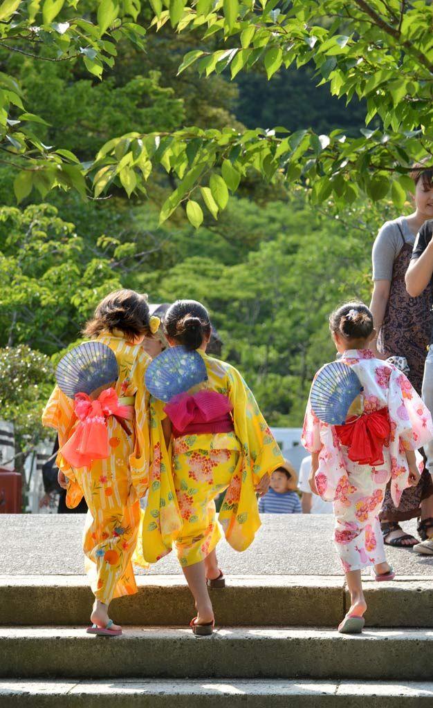 浴衣姿の日本の少女たち Japanese yukata girls