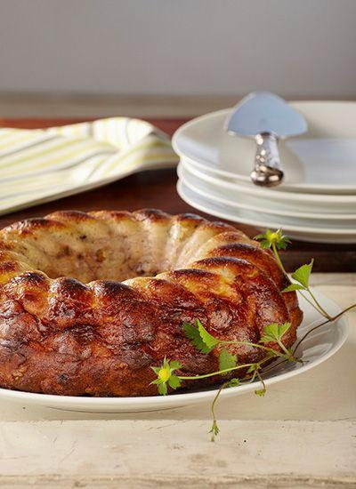 Torta de pan con canela, albaricoques y nuez de nogal