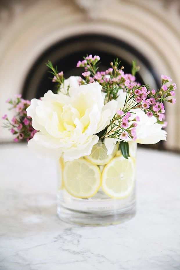Doyou want to practice your florist skills? Here are 7 helpful links with many easy DIY to arranging flowers that will help you become a real pro.A Modern DIY Hydrangea Centerpiece That Anyone Can...