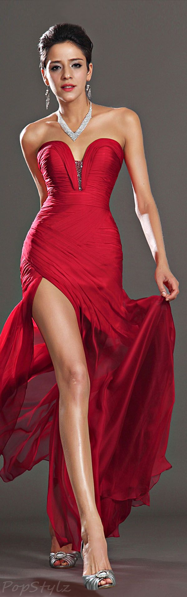 529 best Woman in Red images on Pinterest | Evening gowns, Formal ...