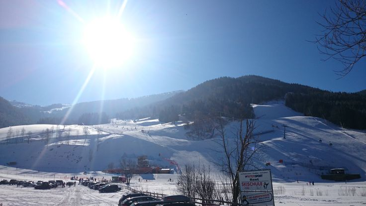 Blick auf die Kaiserburg-Abfahrt und der direkte Weg mit der Kaiserburg Bahn zur Strohsackhütte (Skihütte vom Genusshotel Almrausch****). www.almrausch.co.at