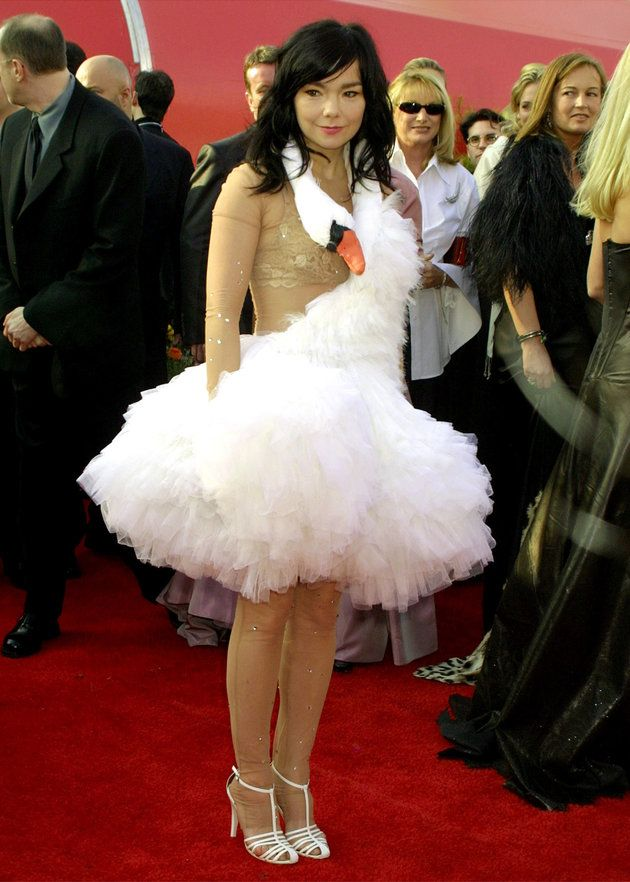 Bjork in Marjan Pejoski at the 2001 Oscars. Never forgotten.