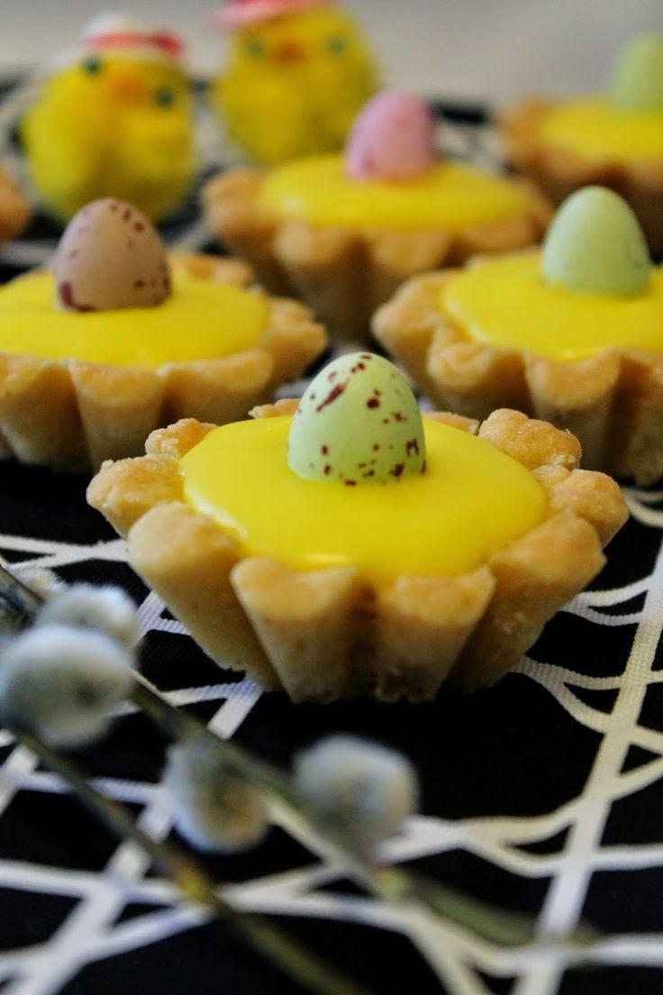 Nostellaanpas tämä parin vuoden takainen ohje esille pääsiäisen kunniaksi 😊   Näistä tuli iloisen näköisiä pikku leivoksia, jotka voi k...