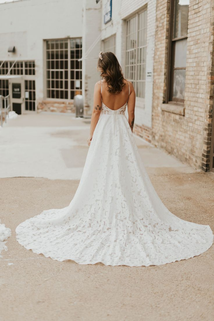 Annie By Truvelle Available At Minneapolis Dallas Denver Miami Portland Seattle A Be Bridal Sh Wedding Dresses Wedding Dresses Romantic Truvelle Bridal [ 1104 x 736 Pixel ]
