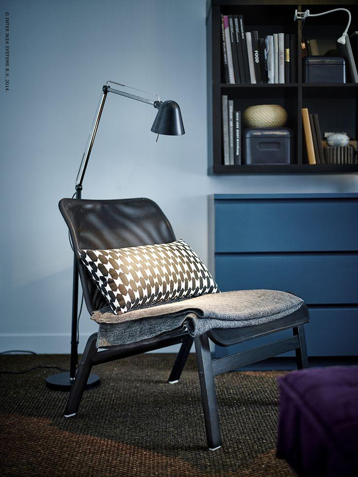 Grâce à son treilli tendu sur le cadre, le fauteuil NOLMYRA ne nécessite pas de mousse. Résultat : un élégant siège lounge à petit prix.