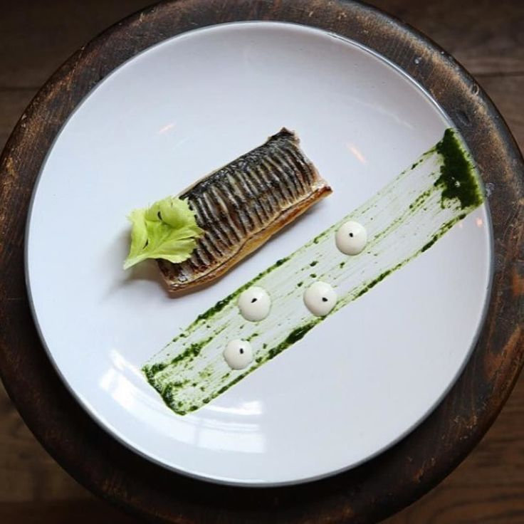 Blowtorched mackerel, parsley, horseradish