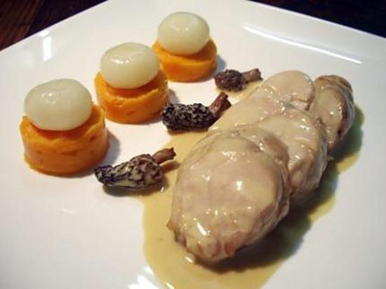 La meilleure recette de Ris de veau braisés aux morilles et porto, écrasée de patate douce...! L'essayer, c'est l'adopter! 4.7/5 (3 votes), 3 Commentaires. Ingrédients: Les ris de veau : 0.600 à 0.800 kg de ris de veau, 0.080 kg d'oignon, 0.080 kg de carotte, 0.025 kg de céleri branche, 0.050 L de porto blanc, 0.800 L de fond blanc de veau, 1 bouquet garni, 1/2 gousse d'ail, une douzaine de petites morilles séchées, 0.100 L de crème liquide, L'écrasée de pa...