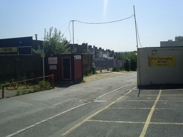 The main facilities of Hornet Heaven as they used to be: the Bill Mainwood Programme Hut on the gravel.