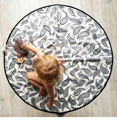Gorgeous round paisley play mat. Perfect for tummy time with light padding and all natural materials. With a hypoallergenic bamboo cotton inner and 100% cotton front and back, our round playmats are the ideal baby shower gift for any mum.