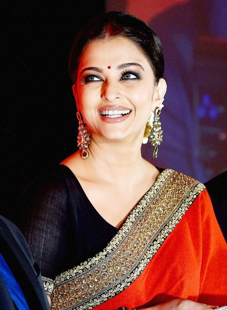 UFF! Aishwarya Rai Bachchan Looks Jaw-Droppingly Gorgeous At Chennai Event | More Bollywood | www.indiatimes.com