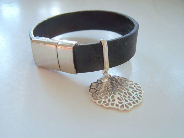 Sztuczna skóra zapięcie magnetyczne i duży filigran ze srebra./ imitation leather and silver