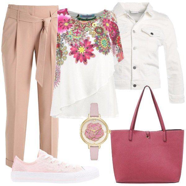 Fantasia floreale per questo fantastico top in jersey. Lo abbiniamo a dei pantaloni comodi con cintura in stoffa in vita, al giubbino in jeans, bianco, alle sneakers rosa, in tessuto a rete. Come accessori, la borsa a mano, in fintapelle e l'orologio con cinturino rosa, in pelle e quadrante con fiore smaltato adornano bene il tutto.