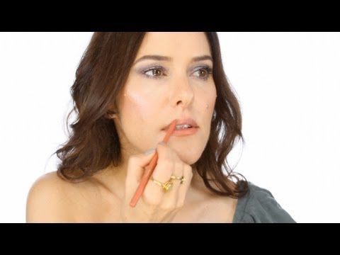 Lisa Eldridge - Chic & Simple 5 minute Make-up Look. For more tips and a list of products visit my website here  http://www.lisaeldridge.com/video/20082/chic-simple-5-minute-make-up/ #Makeup #Beauty #Tutorial