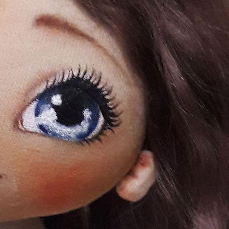 А это глаз и ухо с другой стороны, не могу определиться....блондинка или брюнеточка)))