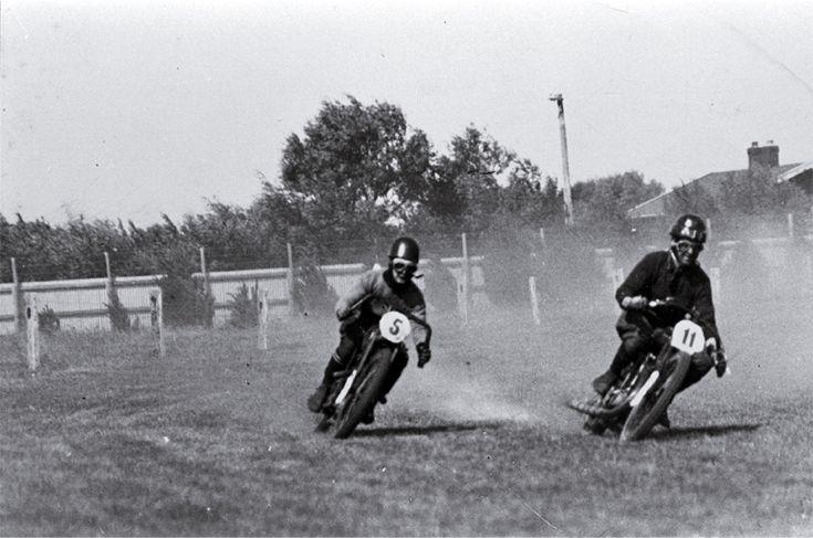 Cornering in race at Brighton Racecourse
