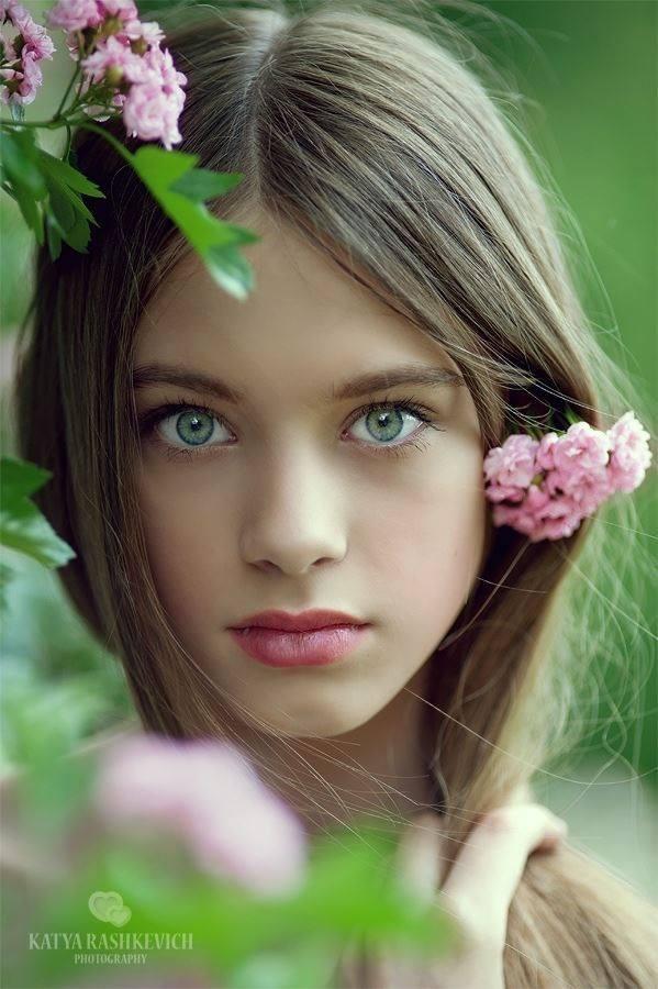 Beautiful Pale Green Bedrooms: Pale Skin - Light Eyes,,