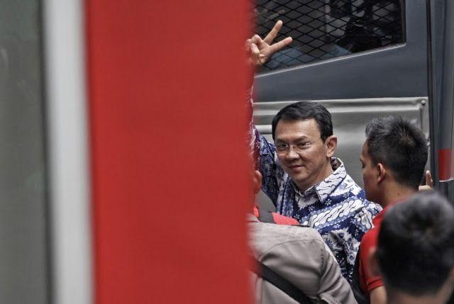 "FPI Terima Vonis Hakim Terhadap Ahok Nusantarasatu.net - Juru bicara Front Pembela Islam (FPI) Slamet Maarif mengatakan pihaknya menghormati dan menerima vonis dari majelis hakim terhadap terdakwa kasus penistaan agama Basuki Tjahaja Purnama (Ahok). Jika pihak Ahok tidak terima FPI pun mempersilahkan untuk melakukan banding. ""FPI menghormati serta menerima keputusan hakim yang memvonis Ahok dua tahun penjara walaupun sebenarnya kami berharap hukuman lima tahun"" ujar Slamet saat dihubungi…"