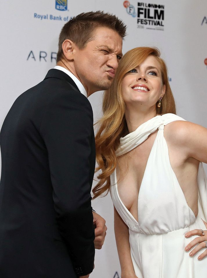 Amy Adams charms w/ Jeremy Renner at the red carpet BFI premier of Arrival, star of American Hustle, Junebug, Enchanted, and Man of Steel, a modern classic beauty. #amyadams #redhead #redheads #downblouse #redcarpet #jeremyrenner    She narrowly avoided flashing as she posed up with co star Jeremy Renner