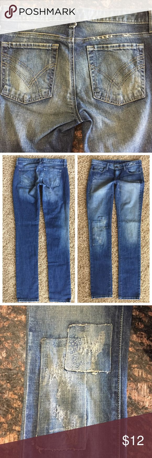 William Rast skinny jeans 28 Factory made patched knees, skinny jeans with stretch, waist is 16.5 inches flat, rise is 8.25 inches, inseam 34 inches. William Rast Jeans Skinny