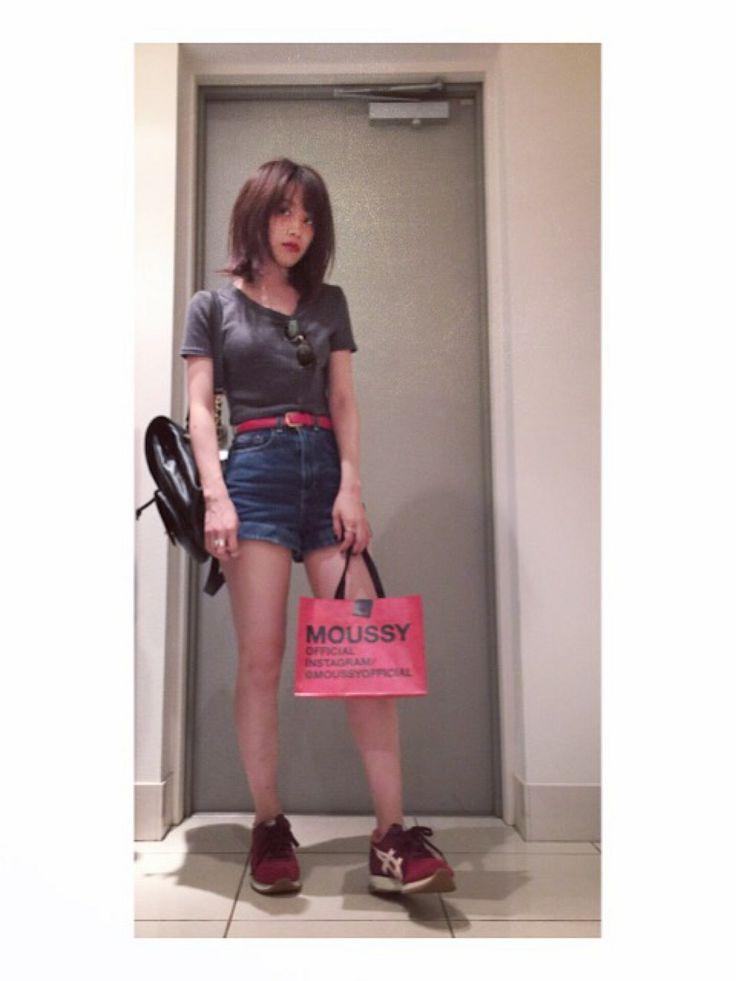 高橋愛さんのTシャツ・カットソー「TOPSHOP TOPSHOPのトップスは色ちで何着も買いました」を使ったコーディネート