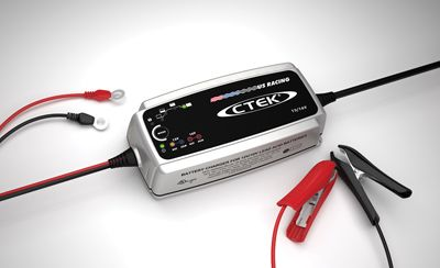 CTEK MURS 7.0 battery charger designed for vehicles with 12 or 16 volt batteries