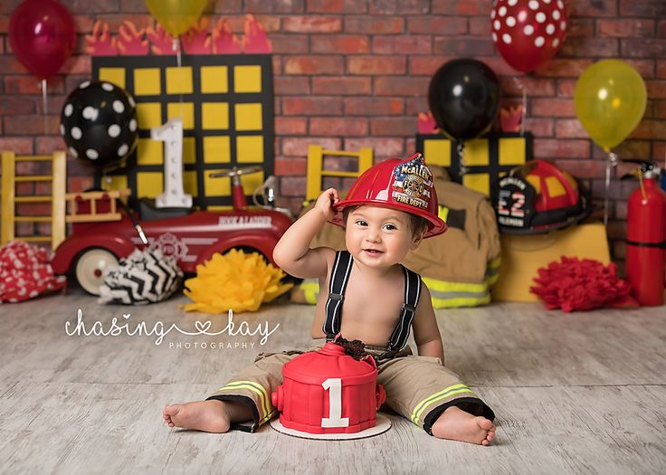 firefighter cake smash session, firefighter cake, firefighter first birthday, firefighter birthday party, firefighter cake smash ideas, cake smash ideas for boys, boys cake smash, cake smash sessions, chasing kay photography, firefighter,